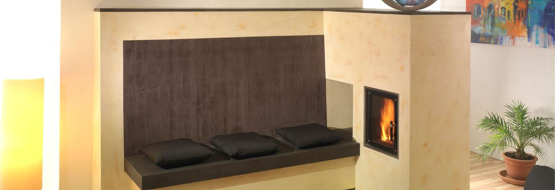 Sálavá kamna v moderním designu obsahující tahový systém KMS a ohniště Ortner. Povrchová úprava Fresco.