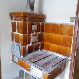Oprava starého kachlového kuchyňského sporáku