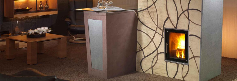 Sálavá kamna v moderním designu obsahující tahový systém MAS a ohniště Ortner. Povrchová úprava Fresco.